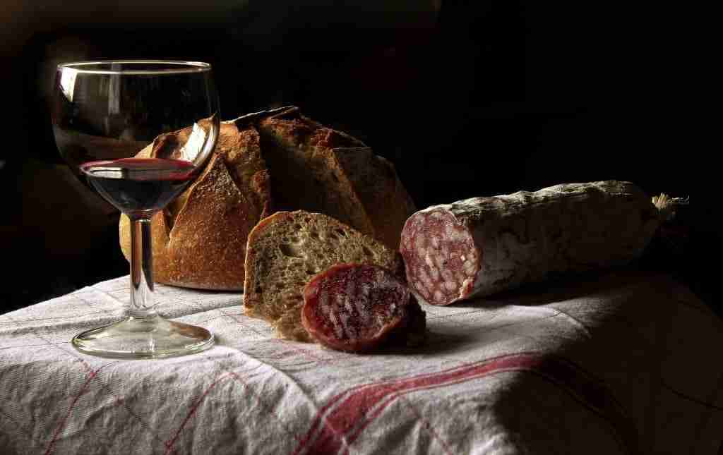 vino-salame-aperitivo