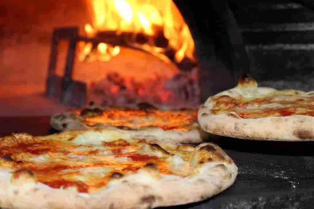 pizza cotta forno a legna