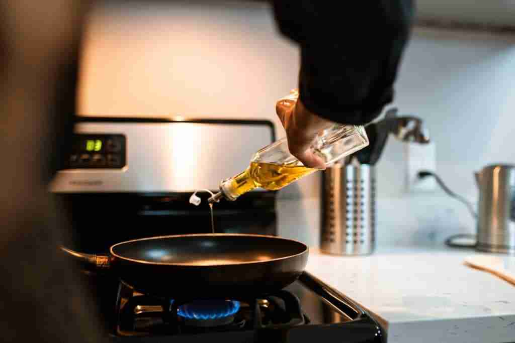 quante-volte-riutilizzare-olio-per-friggere-cinque-gusti